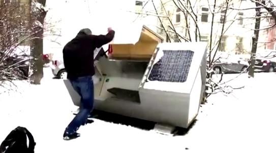 ONG crea cápsulas para que personas sin hogar puedan dormir sin exponerse a las frías temperaturas en ciudad alemana