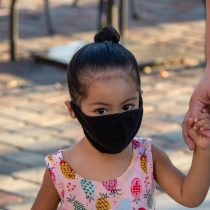 Niñez y Covid-19: A pesar de que sus tasas son mucho más bajas igualmente pueden infectarse y contagiar