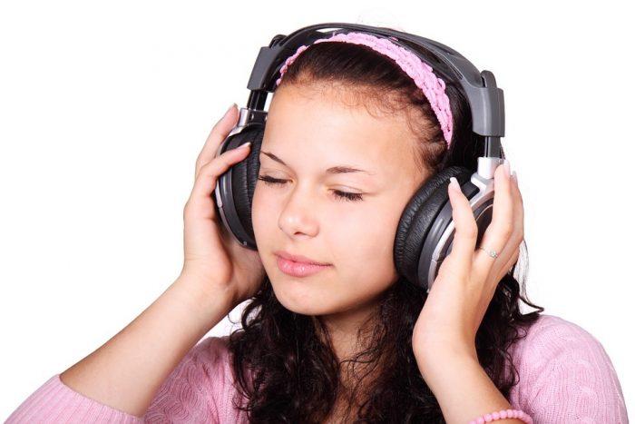 Advierten que solo ocho segundos de uso de audífonos a máximo volumen pueden dañar severamente la audición