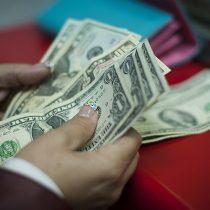 Dolar sigue descendiendo y cierra en su nivel más bajo desde el 21 de enero
