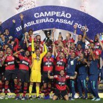Con Mauricio Isla como titular: Flamengo vuelve a ser campeón en Brasil pese a perder en la última jornada