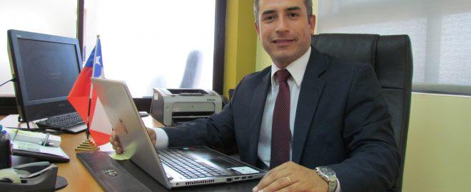 Natan Olivos asume como nuevo gobernador de Tamarugal en medio de crisis migratoria: su antecesor renunció tras reconocer viaje a Miami