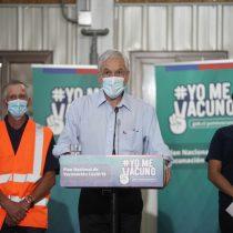 """Piñera tras participar de vacunación a personal esencial en Los Lagos: """"Vamos a continuar sin pausa hasta lograr nuestra meta"""