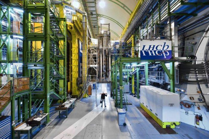 El experimento en el Gran Colisionador de Hadrones que puede cambiar las leyes que rigen el Universo
