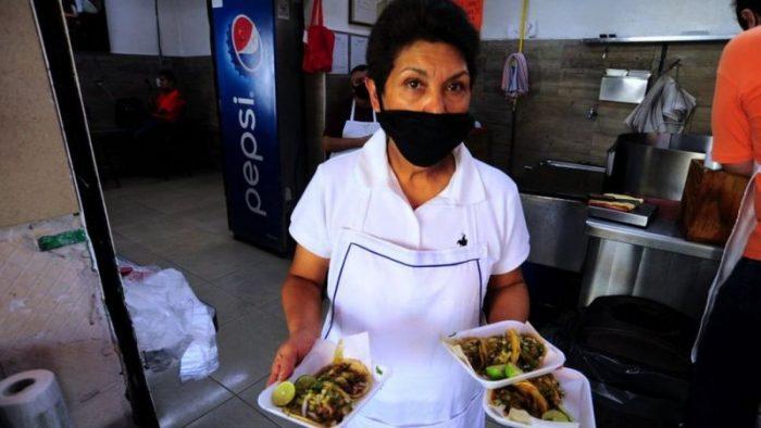 Por qué apenas hay mujeres que preparan tacos en México (y el desafío de Las Muñecas)