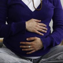 Más de ocho mil embarazadas han enfermado por Covid-19 en Chile desde el inicio de la pandemia: cinco han fallecido