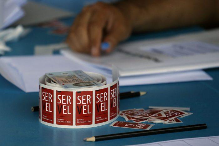 Por aplazamiento de elecciones: candidata a constituyente pide al Servel