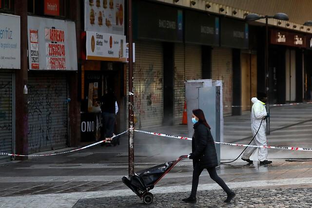 Más de un tercio del país confinado: contagios superan barrera de los 6 mil diarios y otras 24 comunas retroceden a cuarentena desde este sábado