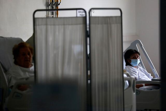 Sábado negro: Minsal reporta más de 7 mil casos diarios de Covid-19, la cifra más alta de la pandemia en Chile