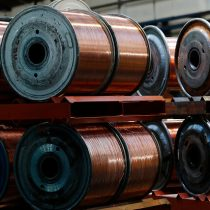 Cobre sube por estímulos en EE.UU. y mayores importaciones chinas