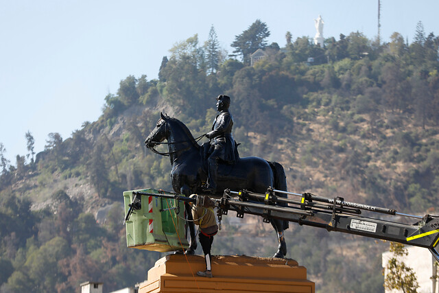 Se va el general Baquedano: Consejo de Monumentos decide sacar estatua de Plaza Italia para someterla a restauración