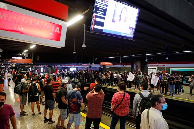 Paro de trabajadores: Metro cierra momentáneamente cuatro estaciones de Línea 1