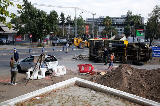 Choque de camión provocó accidente múltiple en Las Condes: conductor no contaba con licencia