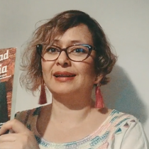 Escritora Libia Brenda del Cúmulo de Tesla: la unión entre ciencia y arte