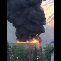 Planta de Codelco en Los Andes sufre gran incendio donde se observa una gigante columna de humo