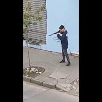 Joven se apostó con rifle frente a comisaría de Concepción y apuntó a funcionarios de Carabineros