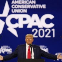 Trump reaparece con un ataque frontal a las políticas de Biden e insinúa que se presentará a la presidencia en 2024