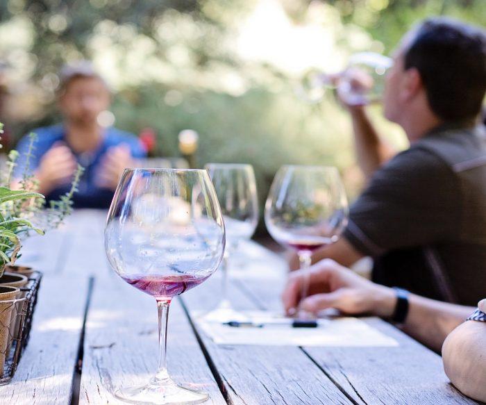 Todavía queda verano y siempre se puede disfrutar del vino en esta temporada