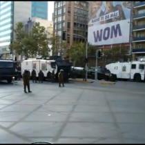 Viernes de manifestaciones en el centro de Santiago: Carabineros cambia estrategia y despliega masivo contingente de FF.EE.