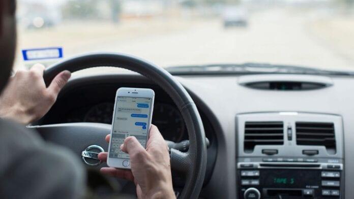Uso de Whatsapp al volante triplica la posibilidad de atropello y eleva en 27 veces la conducción distraída