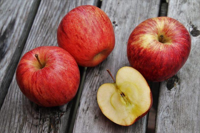 Bioquímico estudia el azúcar de la frutas y verduras para la creación de un bioplástico nacional