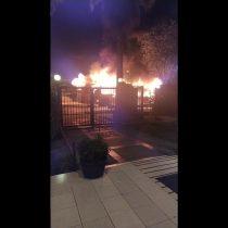 Desconocidos queman bus RED en Ñuñoa, en el marco del Día del Joven Combatiente