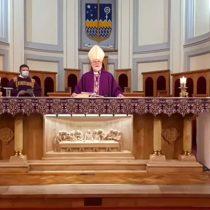 Obispo de Punta Arenas llamó a