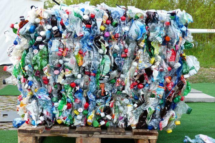Plásticos de un solo uso: ¿la solución está en educar y no en prohibir?