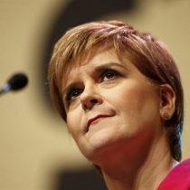 Primera ministra de Escocia dice que alza de casos en Chile