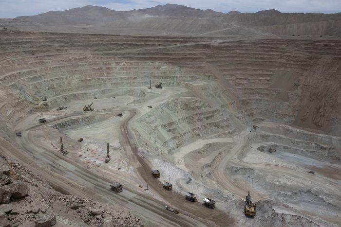 Trabajadores de mina de cobre Radomiro Tomic de Codelco aceptan oferta de contrato y cesa riesgo de huelga