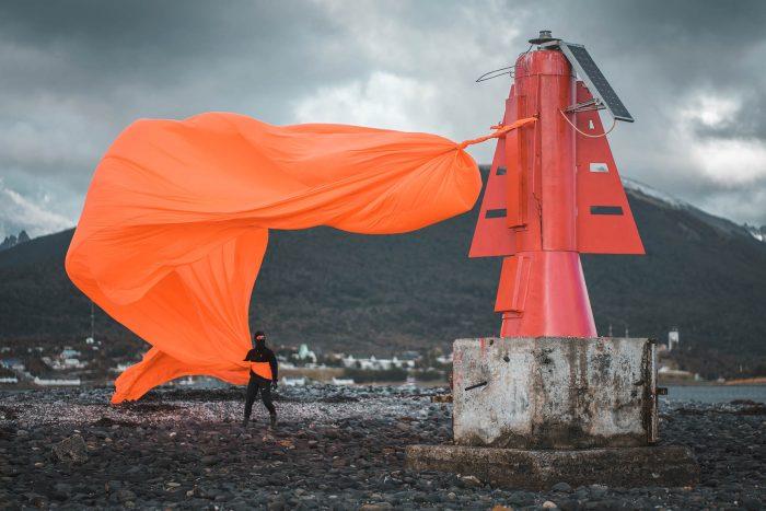 Artista visual realizó intervención en Puerto Williams para mostrar la unión de las artes y las ciencias