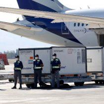 Autoridades de Salud reciben cargamento con un millón de vacunas Sinovac