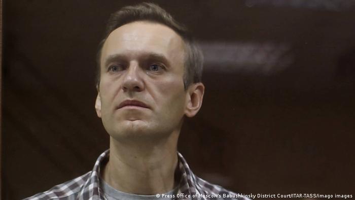 Opositor ruso Alexei Navalny anuncia que pondrá fin a huelga de hambre