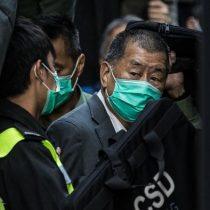 Hong Kong: 14 meses de cárcel a magnate por participar en protestas