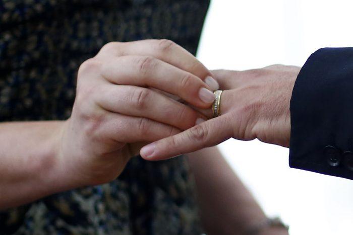 Matrimonio en parroquia de Las Condes termina con 12 detenidos: Arzobispado reconoce haber dispuesto de protocolo sanitario desactualizado