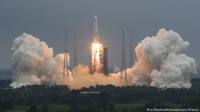 China lanza el primer módulo de su estación espacial