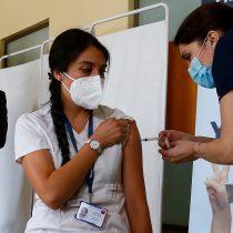 """Jeanette Vega propone """"abrir la vacunación a todos los grupos de edad"""" y Paris responde que """"no es factible"""""""