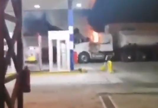 Ataque incendiario en Victoria dejó siete camiones dañados y un chofer herido a bala