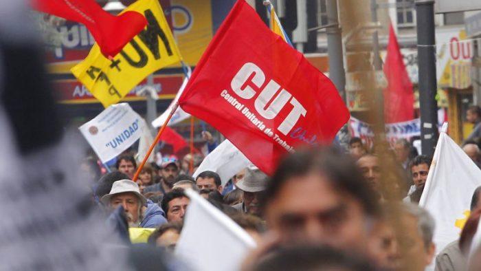 Trabajadores de empresas del Estado se adhieren a huelga general sanitaria convocada por la CUT