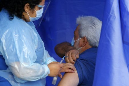 Diputados DC Víctor Torres y Gabriel Silber piden al Gobierno terminar con calendarización y aplicar vacuna contra el Covid-19 a todos los grupos etarios