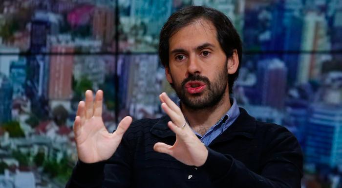 Economista Nicolás Grau asegura que no hay necesidad de hacer primaria con Pamela Jiles en el FA: