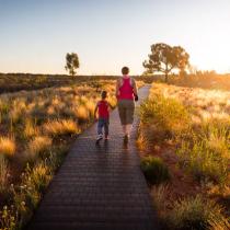 Ayudar a los hijos a ganar confianza en sí mismos: el consejo de tres grandes filósofos