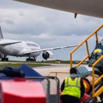 Francia anuncia la suspensión indefinida de los vuelos con Brasil