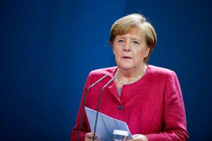 Angela Merkel recibe la primera dosis de la vacuna de AstraZeneca