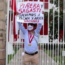 Consejero de Tacna se encadena al frontis del consulado de Chile para exigir donación de vacunas contra el Covid