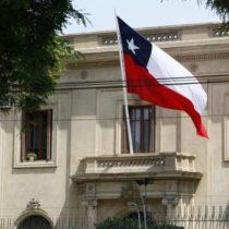 Cero tiraje de la chimenea en el Servicio Exterior de Chile: en 30 años solo 8 embajadores han sido formados en democracia