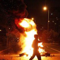 Tercera noche de manifestaciones: caceroleos y protestas en distintos puntos de Santiago por ingreso del tercer retiro del 10% al TC