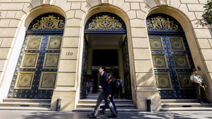 Hacienda eleva la apuesta y proyecta crecimiento de 6% para Chile en 2021