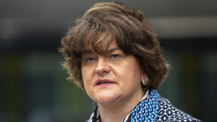 """Víctima del """"brexit"""", renuncia la ministra principal del Irlanda del Norte"""