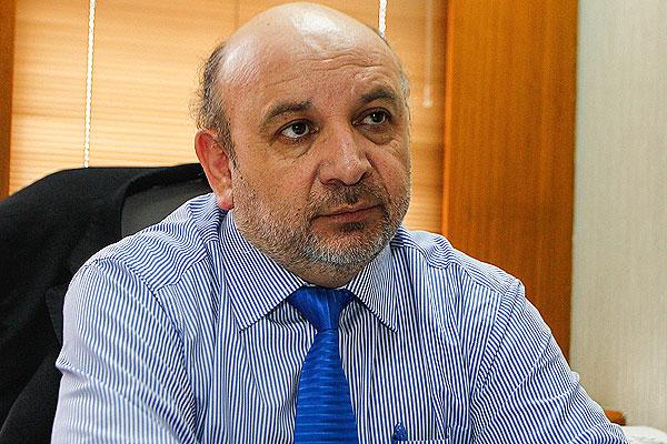 Diputado Castro (PS) critica tardanza en medidas gubernamentales para contener pandemia: